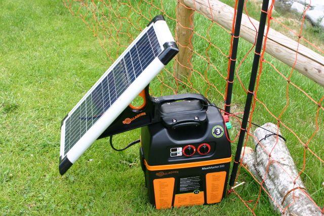 Allestimenti dimostrativi (Foto di A.Chiappini) relativi alle recinzioni elettrificate per la prevenzione dei danni da predazione (www.uomoeterritoriopronatura.it).