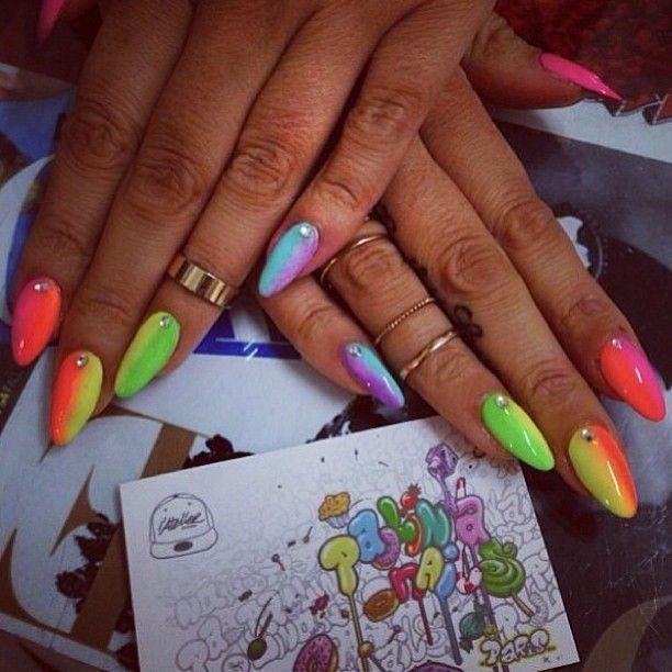 Arc en Ciel Nails #paolinanails #nailartist #atelierstore #bling #gold #nailtech #nail #nails #nailart #rihanna #nailgasm #blogeuse#nail...