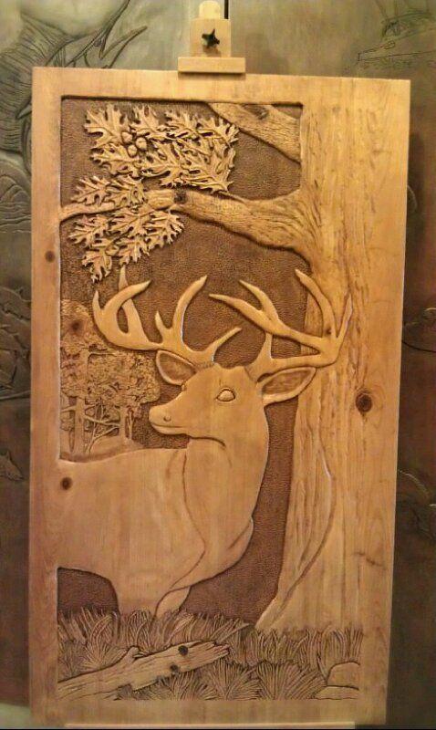 Esta escultura en relieve es de Kim Bryant. Está hecho de madera, cosa que se puede ver a simple vista. He añadido esta escultura al tablero porque me encantan los ciervos, de hecho, son unos de mis animales favoritos. Y al ver esta escultura no pude evitar añadirlo.