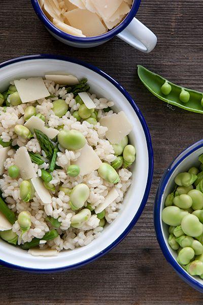 Insalata di riso con piselli, fave e asparagi selvatici