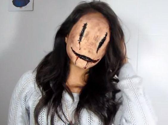 Ms. Smiley | 19 Creepy Halloween Makeup Tutorials That Will Haunt You