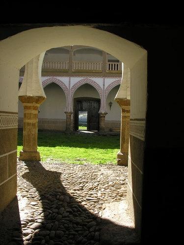 Otra foto del Palacio de los Duques de Alba con su patio mudéjar.
