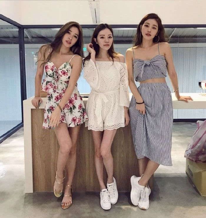 63-Year-Old Mom With Her 41, 40 And 36-Year-Old Daughters Stun The World With Their Youthful Looks – Natural Healing