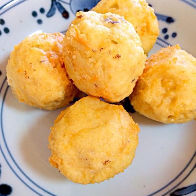 水切りした木綿豆腐にひき肉&チーズ入りです! このままでも、山椒塩や辛子醤油でも! - 119件のもぐもぐ - 豆腐の揚げ団子 by maruma8661