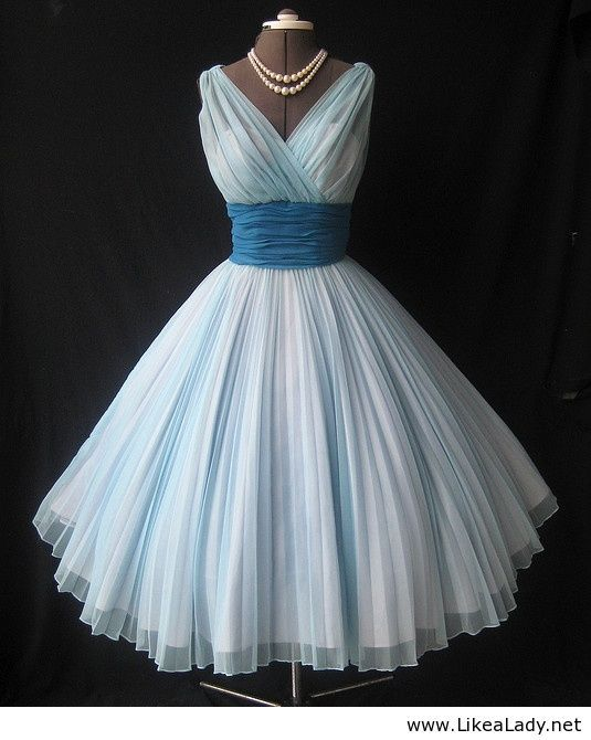 Love vintage dresses/clothes especially from the 20's-70's but the 59's is my era lol