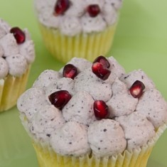 Daily sweet treat - pomegranate cupcake :)