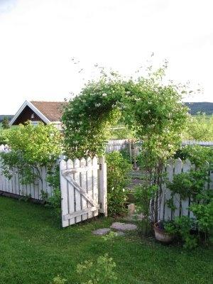 garden gateGardens Belgie, Gardens Ideas, Gardens Yards, Garden Gates, Front Yards, Gardens Gates, Veggies Gardens, Nice Gardens, Amazing Gardens