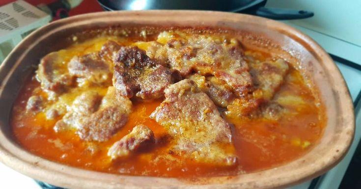 Mennyei Porhanyós, szaftos tarja római tálban sütve recept! Szerettem volna kipróbálni egy olyan tarját családomnak, hogy a szájban szétolvadjon. Hát sikerült!