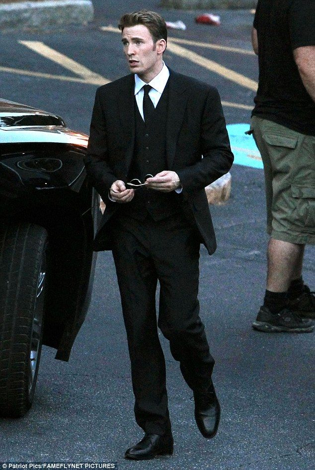 Chris Evans on set of Captain America Civil War||Chinomso Ibe-omg  Cap, please DONT DIE. It looks like they're coming from a funeral! NOOOOO!!!