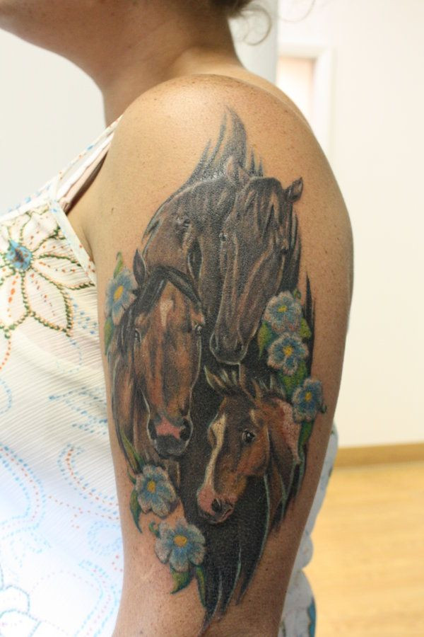 17 best images about horse tatoos on pinterest horseshoe tattoos equestrian and tatuajes. Black Bedroom Furniture Sets. Home Design Ideas