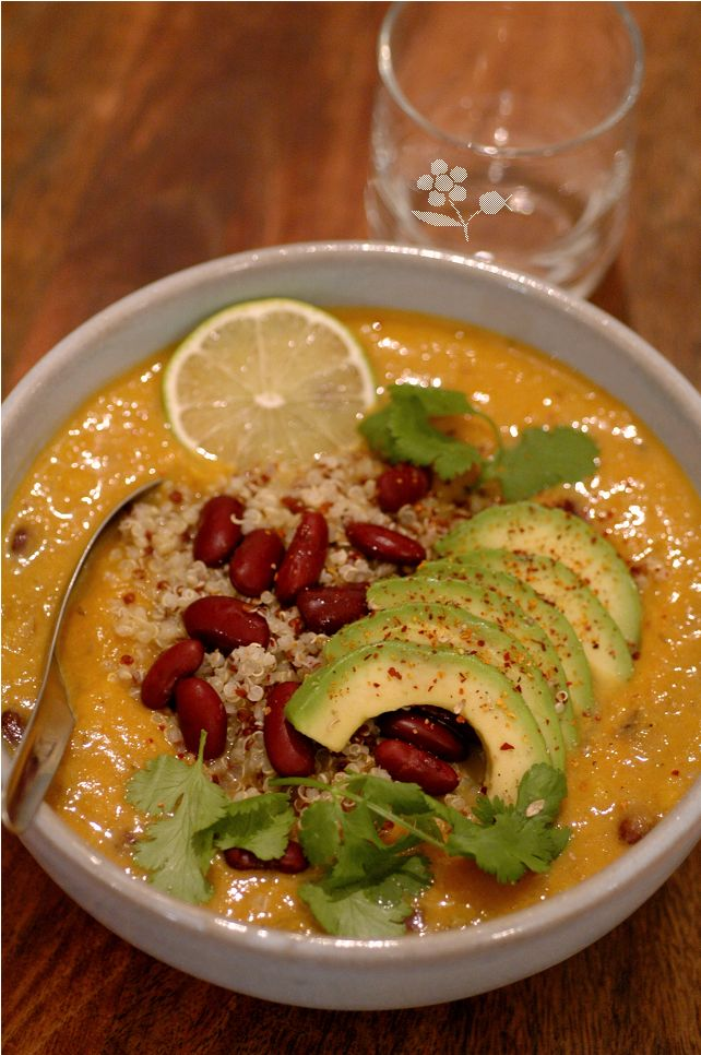 Velouté potiron, coco, haricots rouges, quinoa, avocat, lait de coco, épices