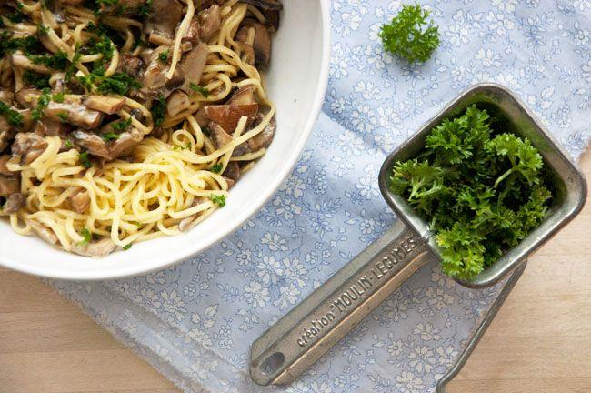 Pasta med svampe er nemt og enkelt at tilberede og kræver et minimum af tid - Svampene smager herligt af efterår og er super lækkert