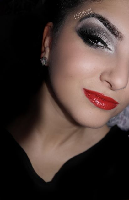 A simple Cruella Deville inspired make up look. Love the b/w eyes, with the red lips, on the fair skin it looks really effective.