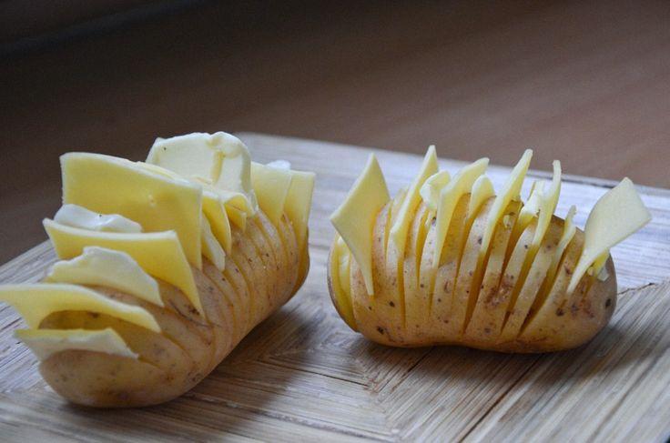 Pieczony maślany ziemniak z serem