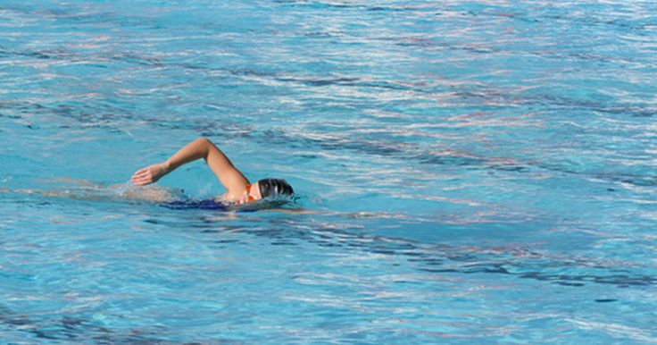 Exercícios de natação para iniciantes. Os exercícios de natação, seja para um iniciante ou para um nível de nadador profissional, devem ser compostos por três componentes principais: resistência, técnica e treinamento de velocidade, os quais devem ser todos igualmente equilibrados no treino de natação do iniciante. Este deve fazer seus exercícios de três a quatro dias por semana, ...