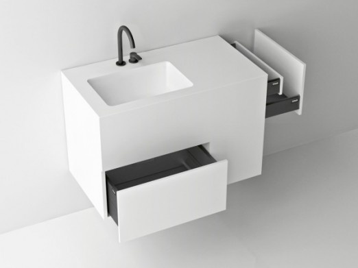 Complet   Parfait pour les petites salles de bain, le meuble Quad dispose de nombreux compartiments pour tout ranger.   QuadTwo, Boffi, prix n.c.  www.boffi-bains.com