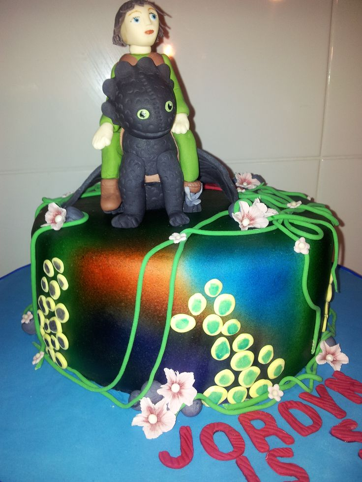 You don't have to be a 'How to Train a Dragon' fan to love this cake!