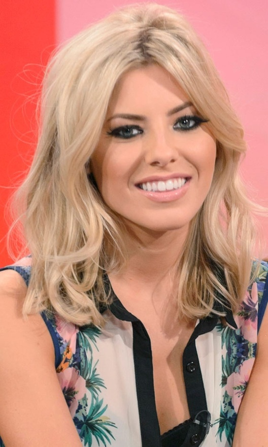 Mollie King gorgeous shoulder length hair :)
