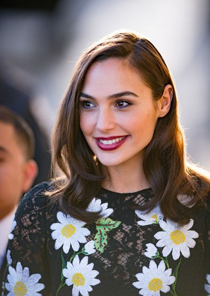 Gal Gadot Berry Lipstick - Gal Gadot amped up the girly appeal with a berry lip.
