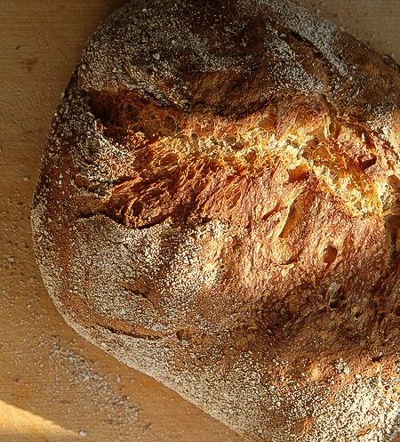 Välsmakande bröd med surdeg och dinkel 1 bröd, stå över natten, jäsning 40 min x 3 + 1 tim + 1 tim, ugn 250 grader ca 30 min På kvällen 2 msk surdeg (rågsurdeg) 2 dl vetemjöl special 1 dl ljummet vatt