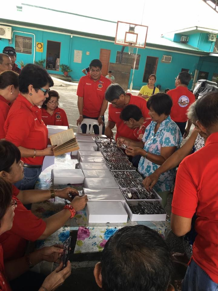 Barasoain Host #LionsClub (Philippines) distributed free eyes glasses to people in need
