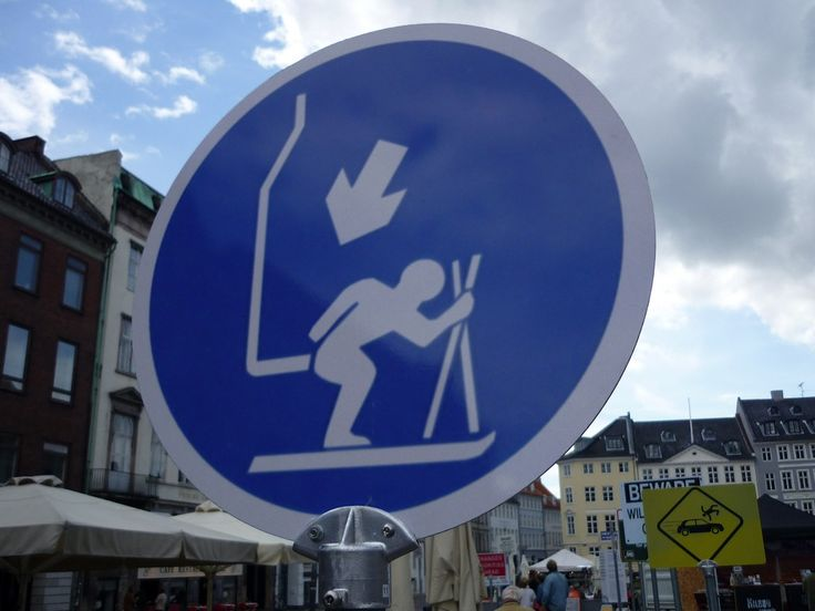 What's happening here? If they were trying to depict a ski lift, i do believe they failed miserably