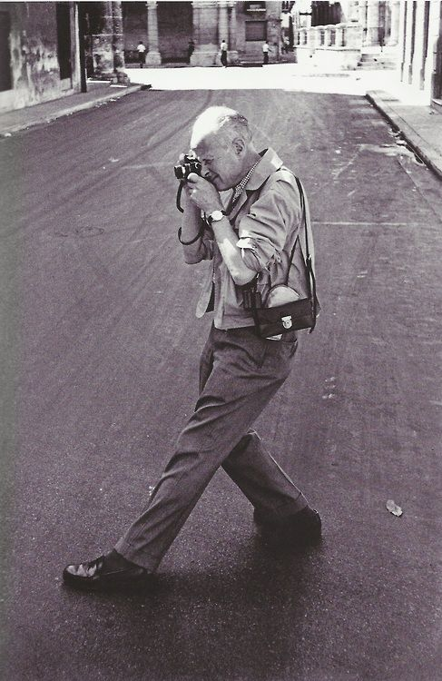 Henri Cartier Bresson with leica and collapsing 50mm leitz lens - foto by Rene Burri