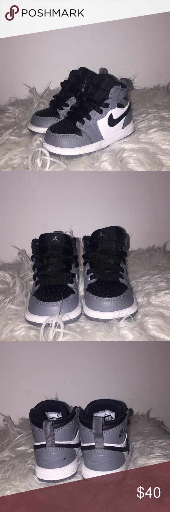 Toddler Jordan 1s Gently worn - no wear besides a small scuff of back of shoe - still in excellent condition - size 4c Jordan Shoes Sneakers