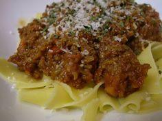 Pasta met de enige echte bolognese saus. Staat een paar uur te pruttelen maar dan heb je ook de lekkerste bolognese die er bestaat.