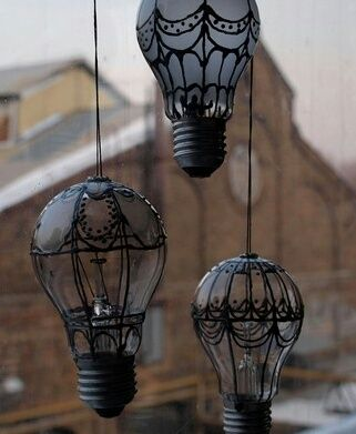 DIY - Old Light Bulbs Turned Into Hot Air Balloons - (In Portuguese, but easy to…