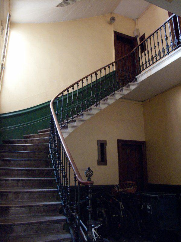 les 11 meilleures images du tableau cage escalier immeuble. Black Bedroom Furniture Sets. Home Design Ideas