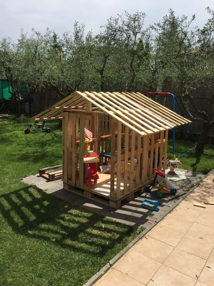 Installare il tetto dopo aver messo una trave centrale end ora verniciare ...