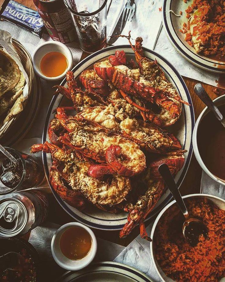 La mejor manera de terminar un fin de semana en #Rosarito es visitando Puerto Nuevo y degustando unas deliciosas langostas  #BajaCalifornia #DiscoverBaja #DescubreBC #EnjoyBaja #DisfrutaBC #BC #Baja #Summer #Langosta #Lobster #Arroz #México Aventura por niksrichter