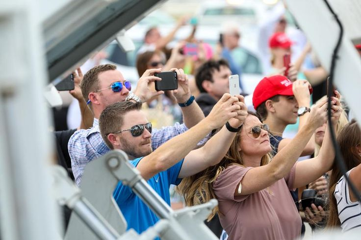 A crowd watches as President Donald J. Trump arrives on Air Force One at Palm Beach International Airport in West Palm Beach, Fla., on April 6, 2017.  (Richard Graulich / The Palm Beach Post)