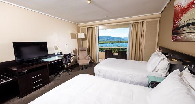 Hilton Cairns - guestroom