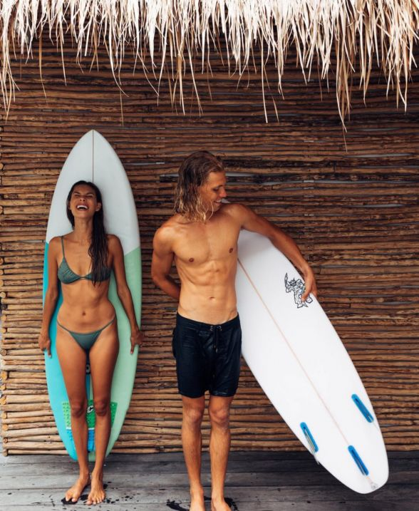How to do Hawaii Like This Thrill-Seeking Couple   Go Surfing at Waikiki