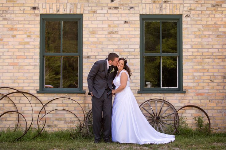 Melissa Weber Photography shot this beautiful ceremony and reception at the Waterloo Region Museum.