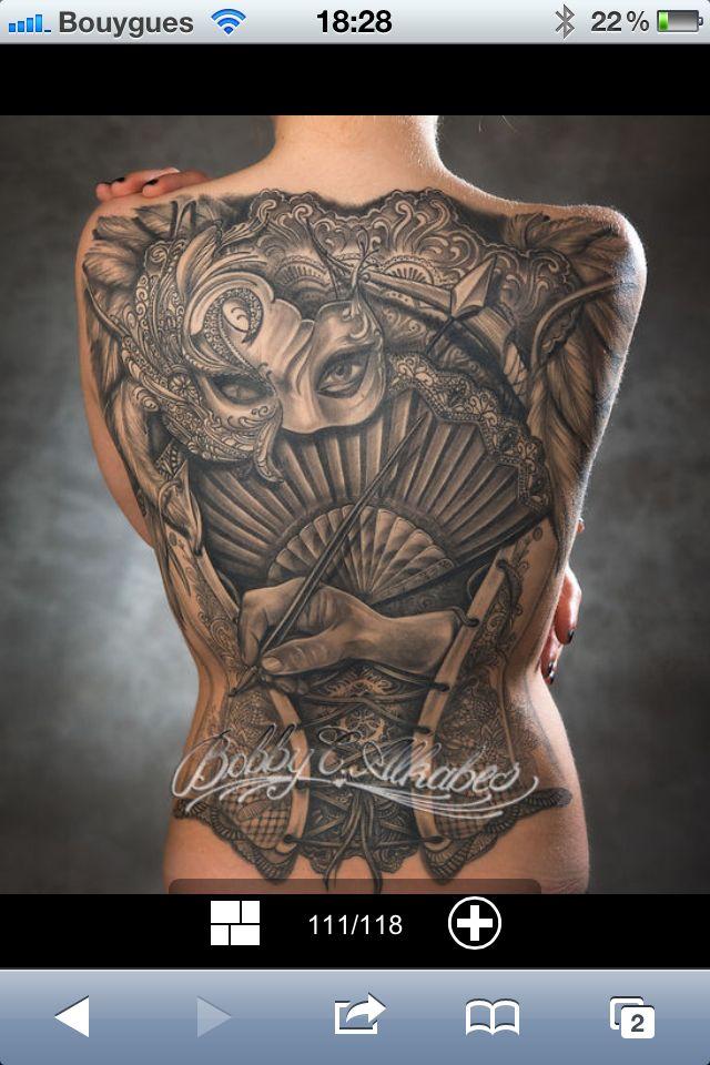 Tatouage masque dos femme noir gris r aliste tatouage r aliste pinterest tatouage masque - Tatouage veni vidi vici ...