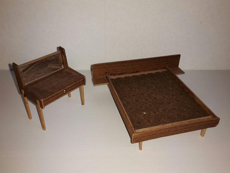 Annons på Tradera: Säng och toalettbord.  Brio