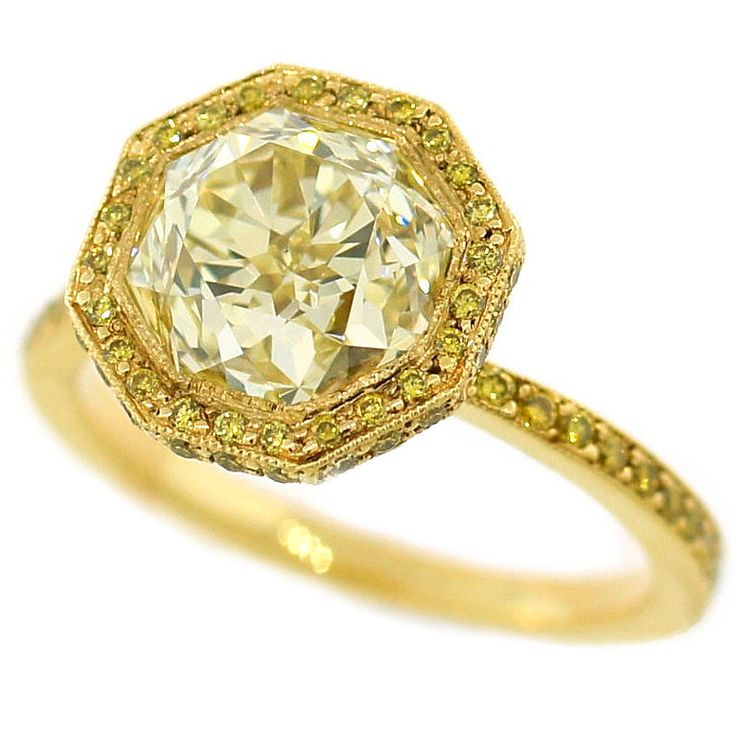 3.10 cts Light Fancy Yellow Diamond Engagement Ring