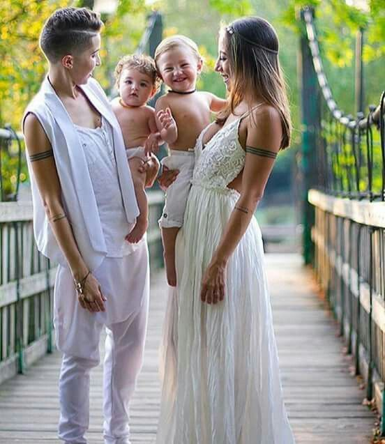 20 Super Ideas For Wedding Photography Family Kiss Mom Lesbian Family Photos, Cute Lesbian Couples, Lesbian Love, Wedding Attire, Wedding Dresses, Family Picture Outfits, Lgbt Love, Queer Fashion, Lesbian Wedding