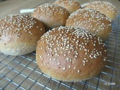 Volkoren hamburgerbroodjes - Xandra bakt brood !