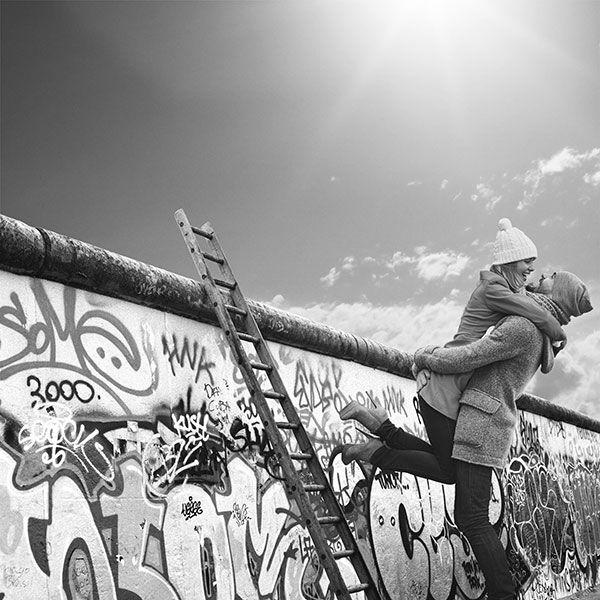 Wir feiern 25 Jahre Deutsche Einheit mit einer Foto-Collage mit den schönsten Momenten der Wiedervereinigung von Familien und Freunden. Laden Sie Ihr eigenes Foto hoch und gewinnen eine von zehn Halbjahresmitgliedschaften für Ancestry.de! http://ancstry.me/1M6ix8A