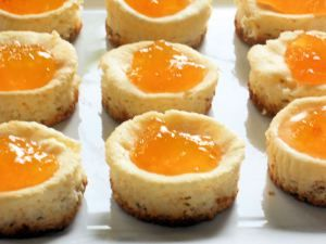 Mini Cheesecakes with Peach Preserves...real cutee