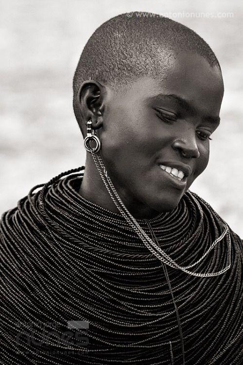 a—fri—ca:  Samburu Girl, Kenya - Photo byantonio nunes