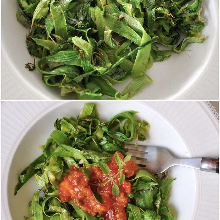 """Espaguete de Abobrinha  ao 'aglio i olio' com óleo de coco,  dedo de moça e castanha do pará👏🏻 ou com molho ao tomatinho e orégano fresco + parmesão ralado.  Vc decide! Como """"emagrecer"""" comendo receitas gostosas?  Dá sim para manter a forma sem abrir mão do sabor.  Espaguete de abobrinha tem pouquissimas caloricas, fica al dente , não contém glúten, é super nutritivo e para lá de gostoso! 😉  Combina com quase tudo, com frango, a bolonhesa, molho branco, molho branco, de tudo que é jeito…"""