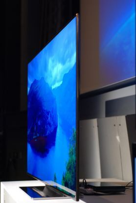 Samsung UN75ES9000 75-inch LED TV photos    http://www.digitaltrends.com/home-theater/samsung-un75es9000-75-inch-led-tv-photos/
