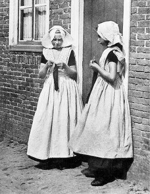 zo zag mijn moeder eruit als meisje.