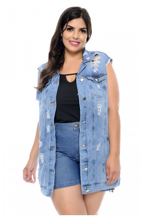 b4e82e3c1 Maxi colete jeans plus size com detalhes de puído na frente no esilo