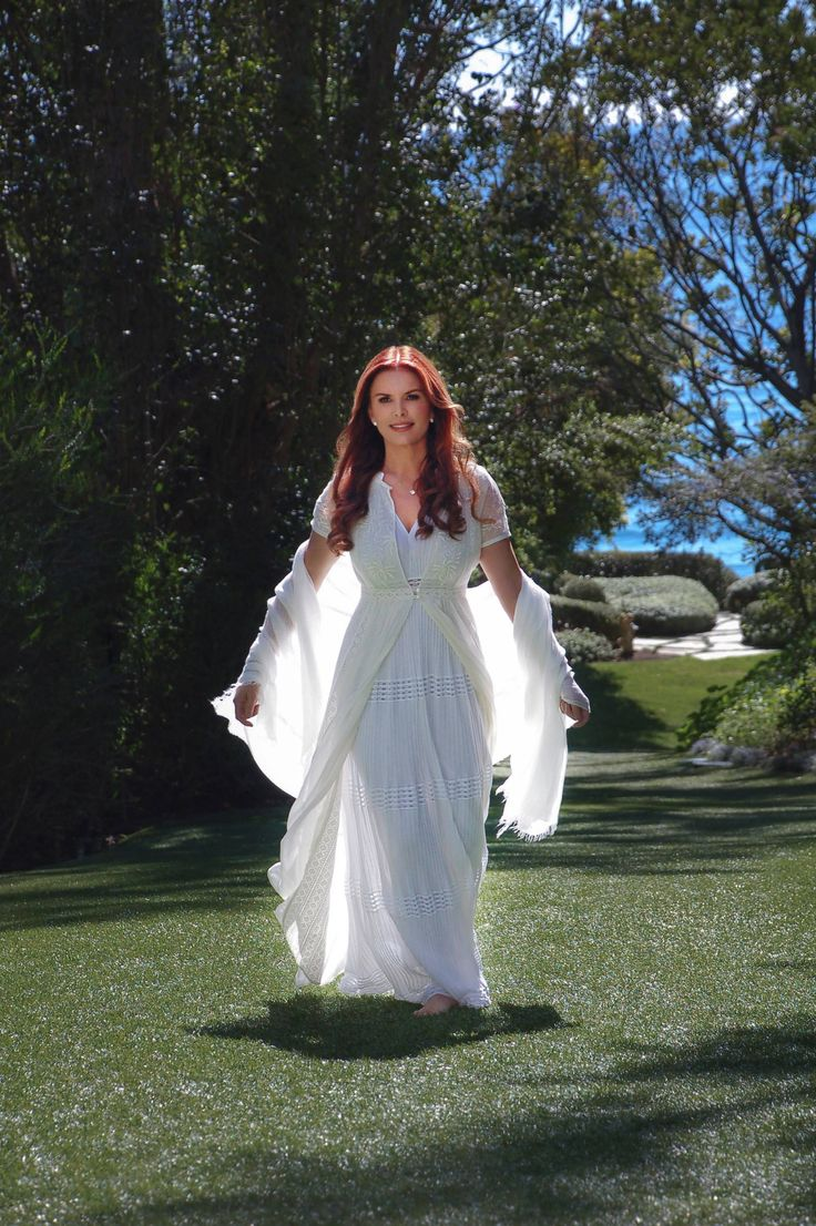"""Host and producer Roma Downey's """"Answered Prayers"""" debuts on TLC Sunday, July 26."""